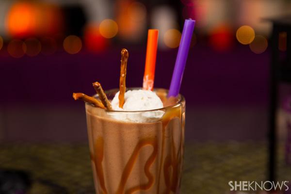 Snickers pretzel milkshake: Step 5