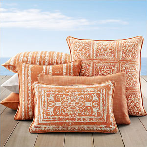 Decorative Outdoor Fall Pillows : Must-have outdoor decorations for fall