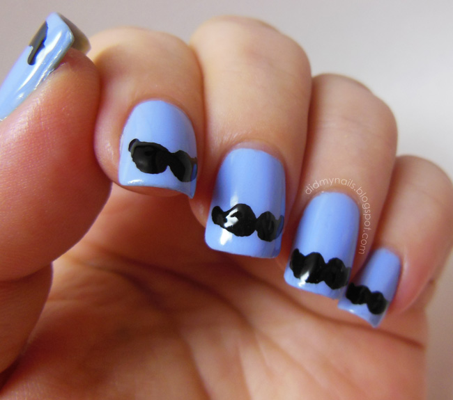Fall nail art: Mustache nails