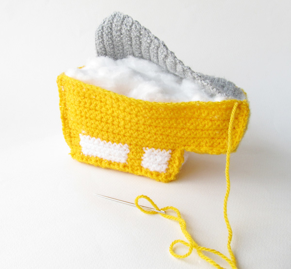 Amigurumi school bus: Stuff firmly before closing