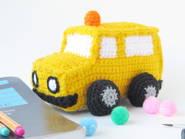 Amigurumi school bus: finished school bus