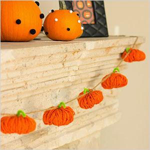 Yarn pumpkin garland | Sheknows.ca