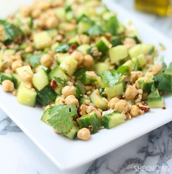 Cucumber salad with chickpeas, farro and hazelnuts