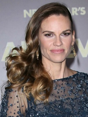 Hilary Swank's curly hairstyle