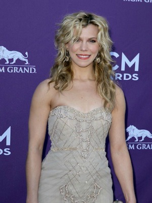 Kimberly Perry's curly hairstyle