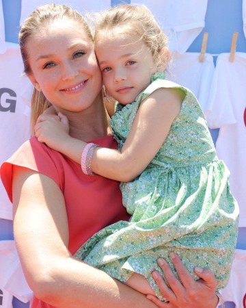 Elisabeth Rohm and her daughter