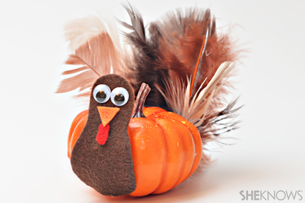 Mini pumpkin turkey craft for Thanksgiving