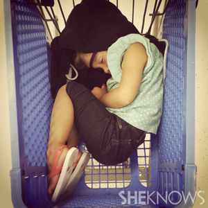 Funny sleeping kids photos - Grocery cart
