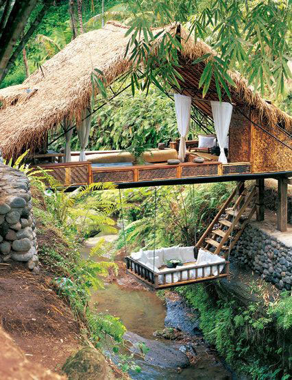 Jessica Alba Fun treehouse