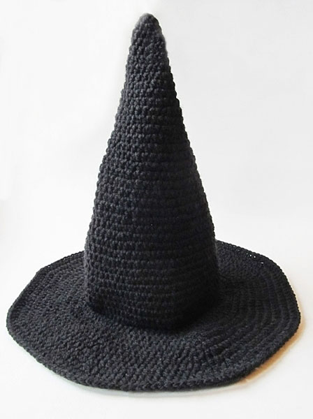 Crochet witch hat: complete