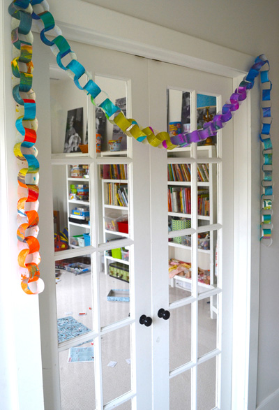 Recycled-art paper chain