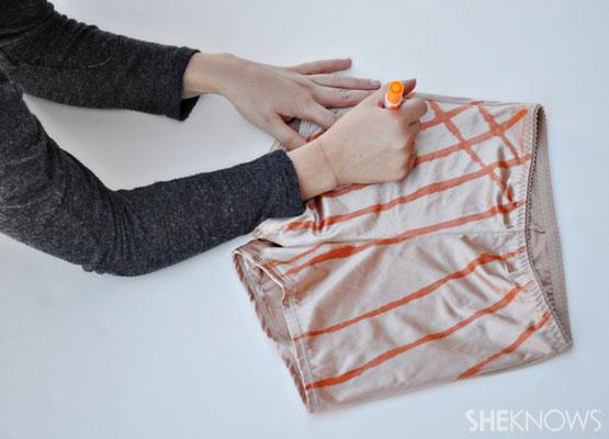 Ice Crewam Cone: Draw pattern on shorts