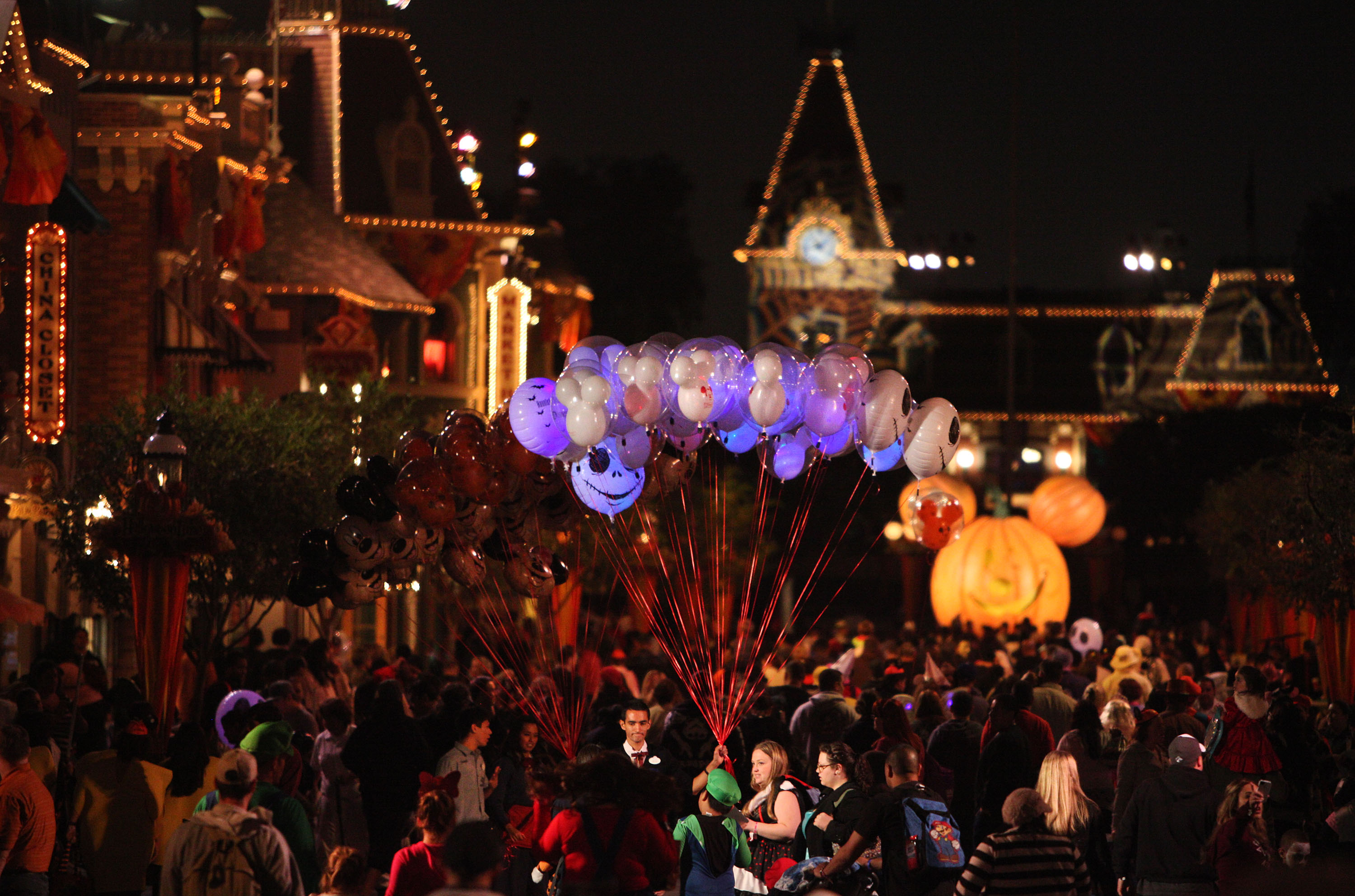 allParenting- Disneyland Park Mickey's Halloween party