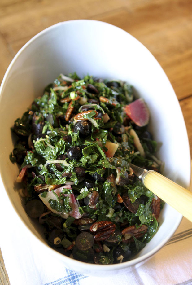 Vegetarian Thanksgiving recipes: Vegan autumn kale salad