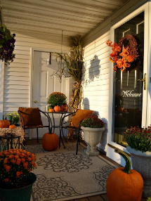 Fall porch decor: Make it cozy