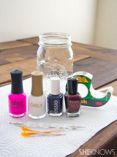 A dip-n-dot manicure