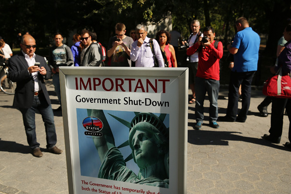 Sign at Statue of Liberty declaring government shutdown