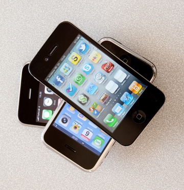 3 old iPhones