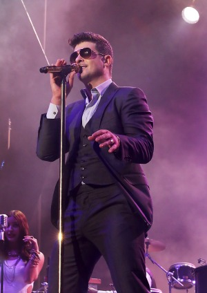 Is Robin Thicke  a copy cat?