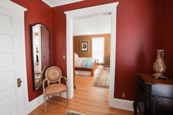 Wall with satin paint and glossy trim