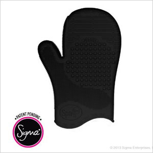 Sigma Spa TM Brush Cleaning Glove Black | Sheknows.com