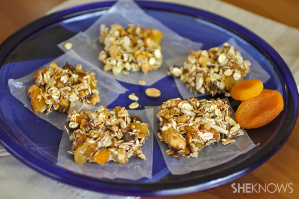 Fruit and nut oat clusters