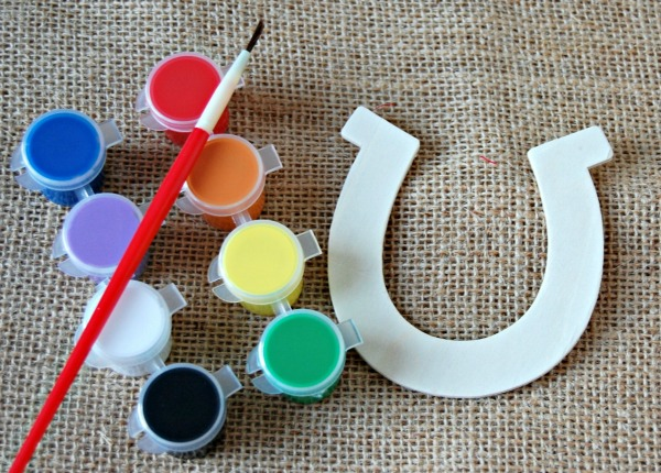 Horseshoe paint set