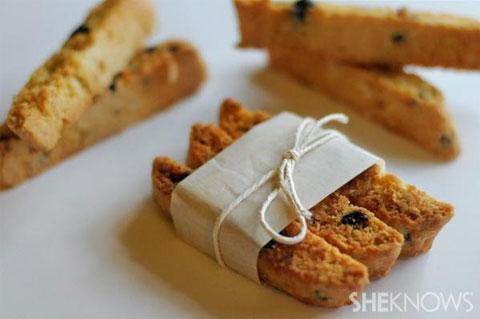 blueberry almond biscotti