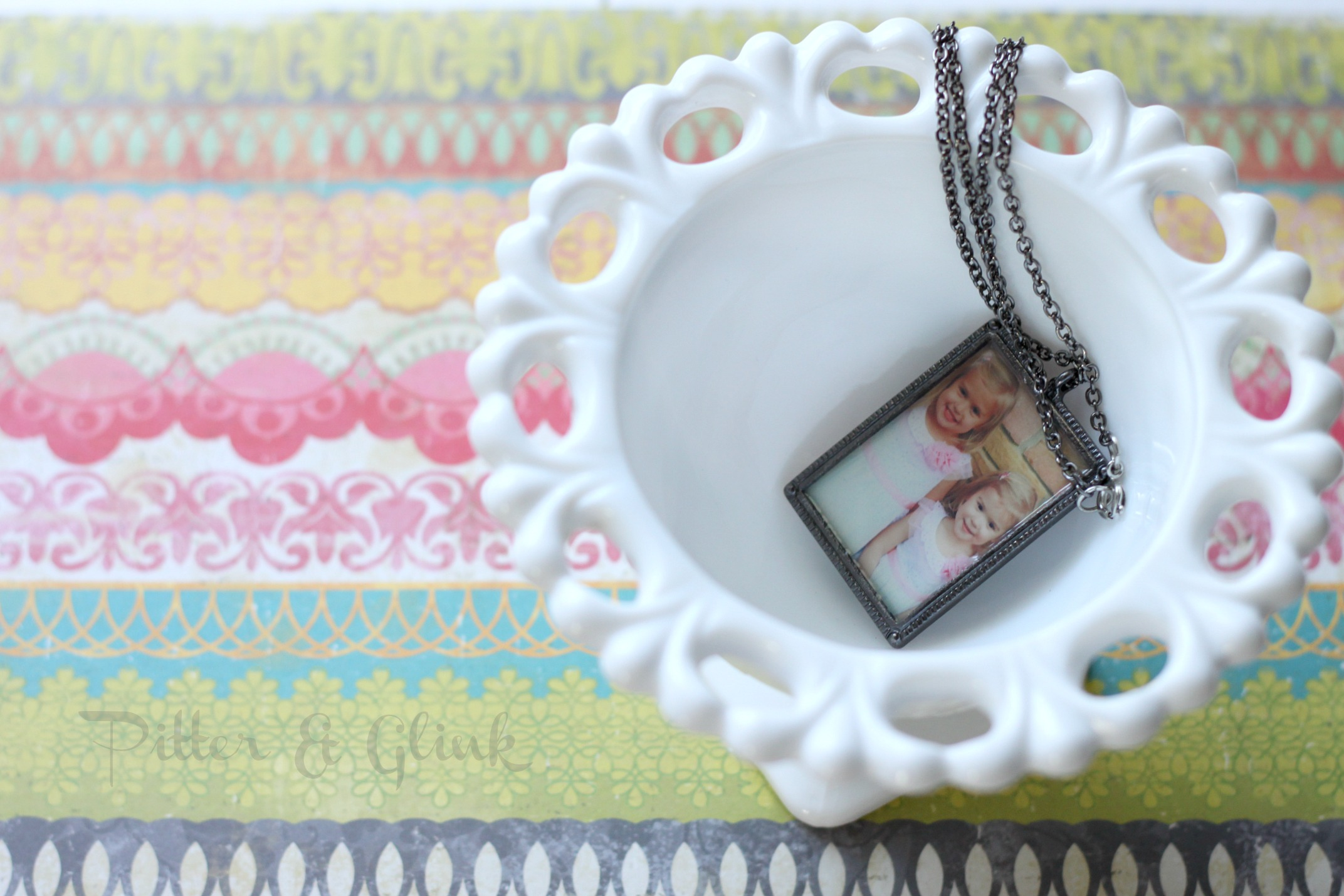 DIY photo gifts: photo pendant