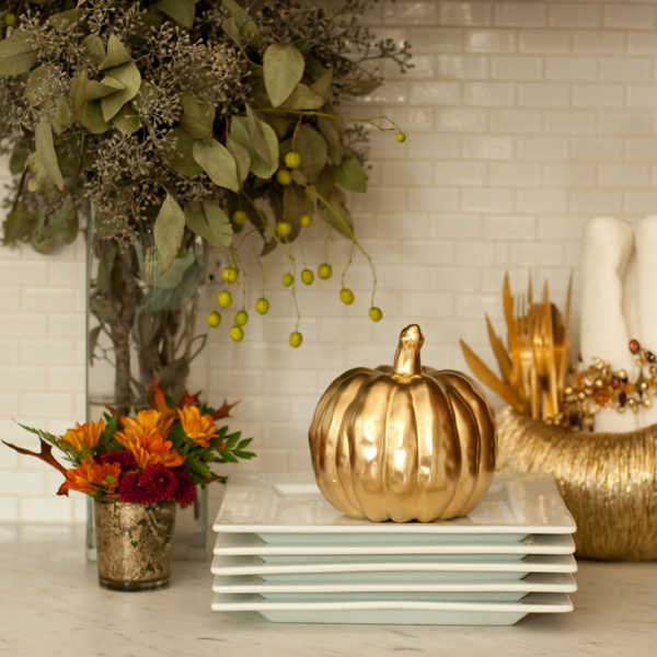 Plate Station with Gold Pumpkin