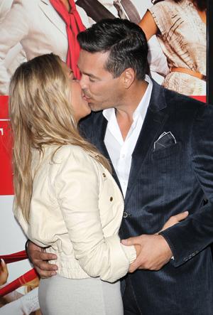 Kiss passionately amid split rumors