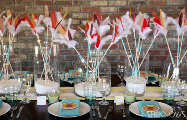 Free printables for an arrow-themed Thanksgiving tablescape -- Make a centerpiece