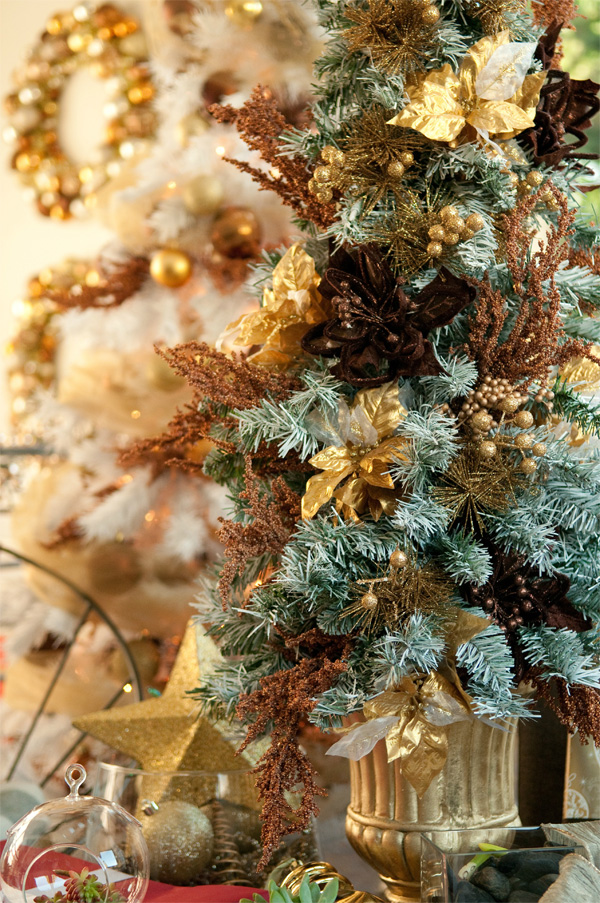 Courtney's Corner: Decorating for Christmas -- Rethink the Christmas tree