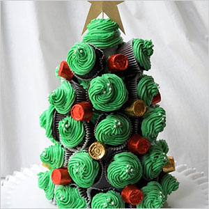 Cupcake Christmas tree centerpiece | Sheknows.com