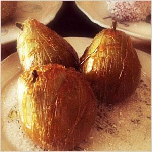 Spun maple sugar seckel pears centerpiece | Sheknows.com