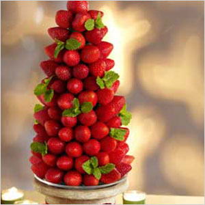 Very berry holiday tree centerpiece | Sheknows.com