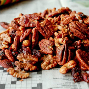 Spiced nut and cranberry mix | Sheknows.com