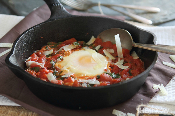 Spicy tomato egg skillet