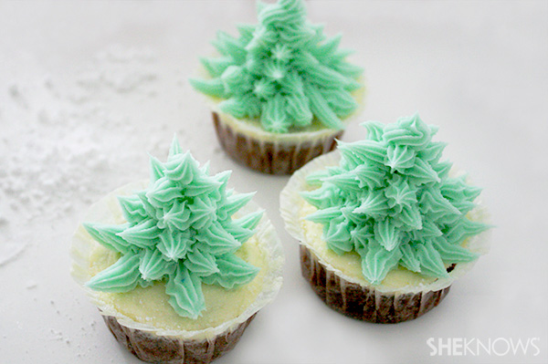 Decorating the Christmas tree cupcakes: Step 7 try different colors
