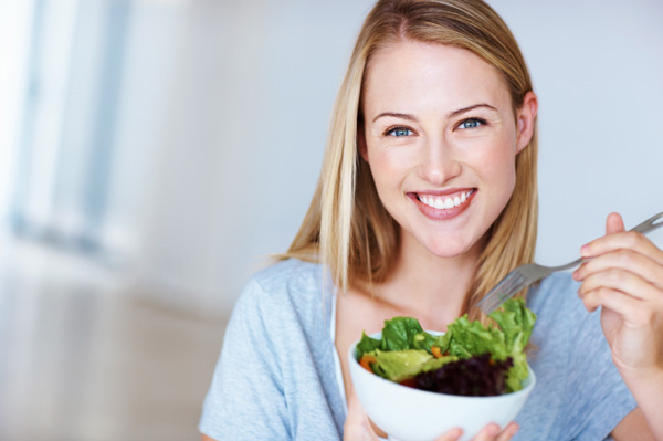 Healthy-woman-eating-salad.jpg