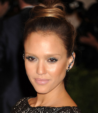 Celeb-inspired party hair and makeup tutorial: Jessica Alba