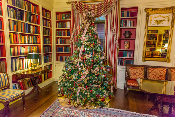HGTV's Genevieve Gorder gives an insider's look at White House Christmas 2013
