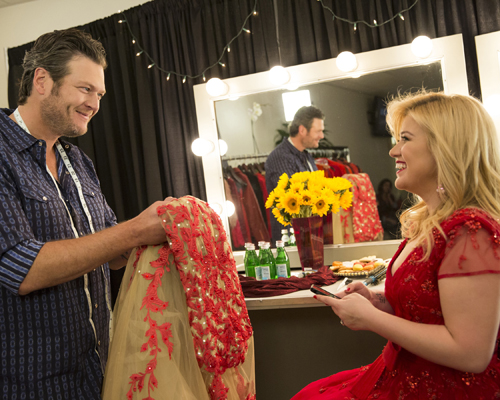 Pregnant Kelly Clarkson and Blake Shelton
