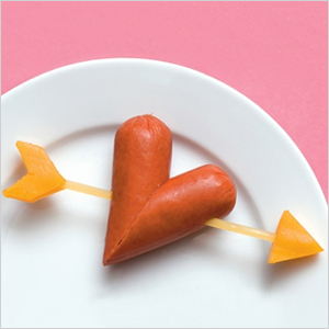 Puppy love hot dog hearts | Sheknows.com