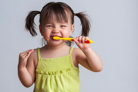 Girl brushing her teeth | Sheknows.com