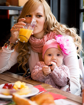 Infant and mother at restaurant | Sheknows.com