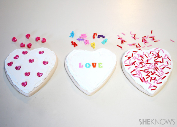 sugar cookie postcard for Valentine's Day: Step 5 Decorate and dry