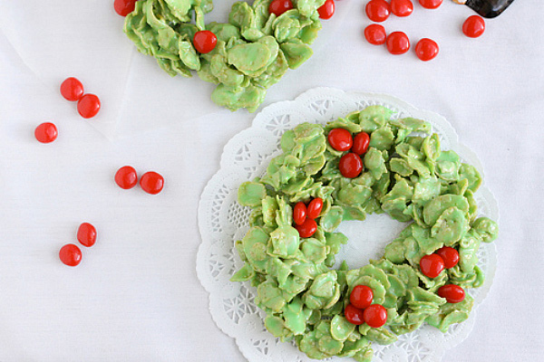 Mini cornflake Christmas wreaths