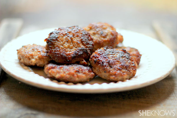 How to make homemade breakfast sausage