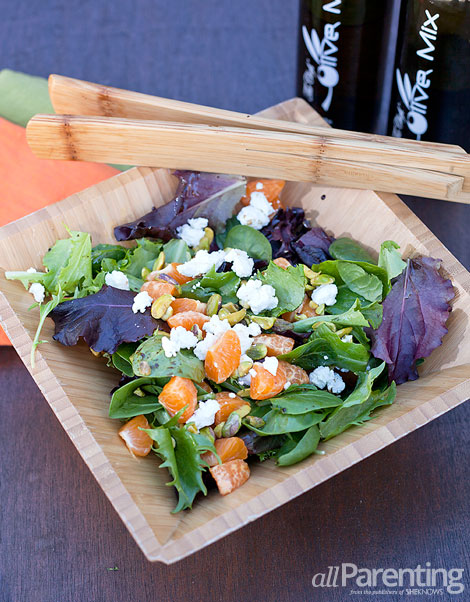 allParenting Mixed green salad with clementines, pistachios and goat cheese